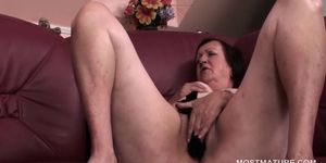 Sex craving mature chick teasing her soft pussy with pa