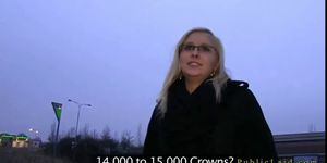 Blonde with glasses fucking outdoor in dusk