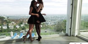 Playful gals Riley Reid and Jenna Sativa go lesbian and treat each other nice № 1518351 без смс