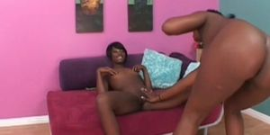 Lesbo ebony slut pussy licked in close-up