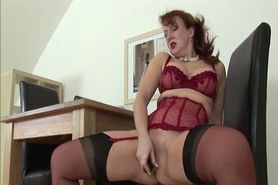 Stockinged mature british masturbatrix