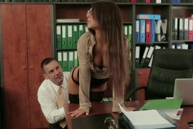 Office beauty in stockings and heels pussymunched on to