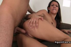 Sexy brunette amateur banged on casting with facial