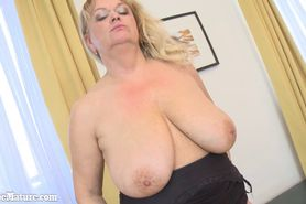 Old mature with big boobs plays with herself in livingr