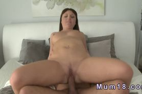 Chubby brown haired mature banging in bed