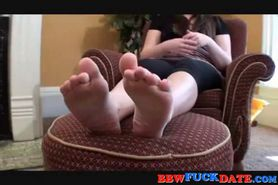 BBW gets her feet toes licked bt a young girl