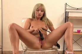 Blonde piss fetish babe enjoys solo play