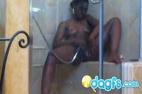 Bootylicious black girl in the shower