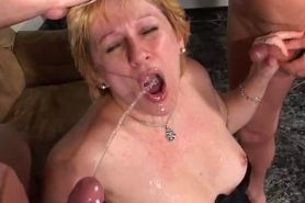 Piss: Granny takes a shower in piss