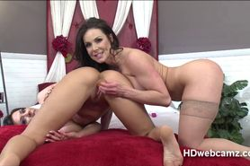 Kendras webshow on lust and erotic toys with friends to