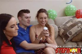 Bianca Breeze and Jade Nile in hot threesome