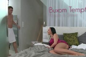 Buxom brunette mom pussy rubbed and fucked by dude in b