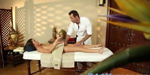 Massage loving babe deepthroats her masseur