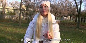 Publicsex amateur flashes her tits for cash