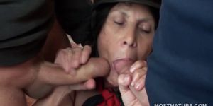 Mature hoe sucks two dicks at once and gets cunt smashe