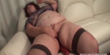 Bitchy fat mature lady masturbating pussy with dildo