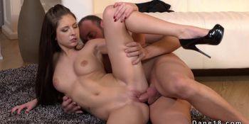 Girlfriend Gets Pussy Creampie on The Floor