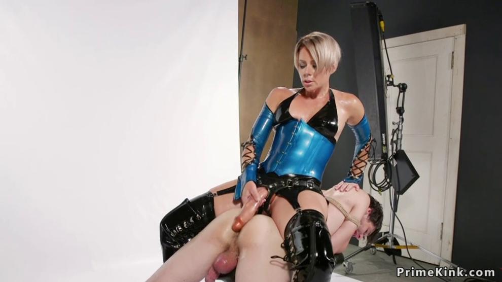 Latex Milf Femdom - Latex Milf Mistress   BDSM Fetish