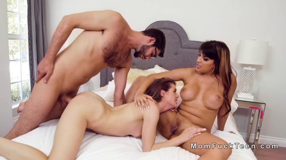 Nikki Benz Lesbian Threesome