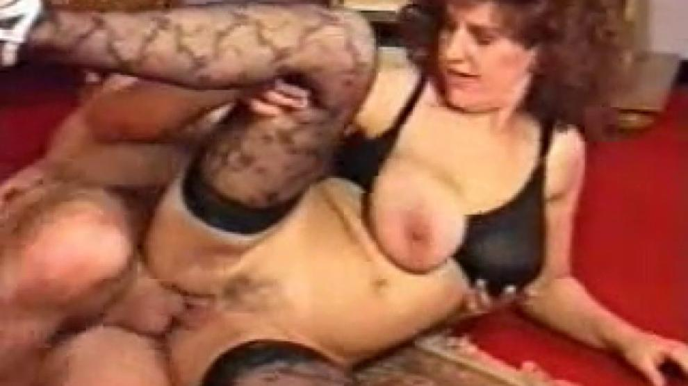 Hairy Amateur Wife Threesome