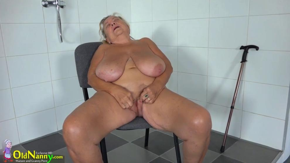 Horny fat obese fuck friend masturbating her pussy on cam