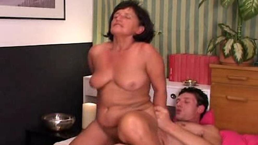 2 Mature Women Threesome