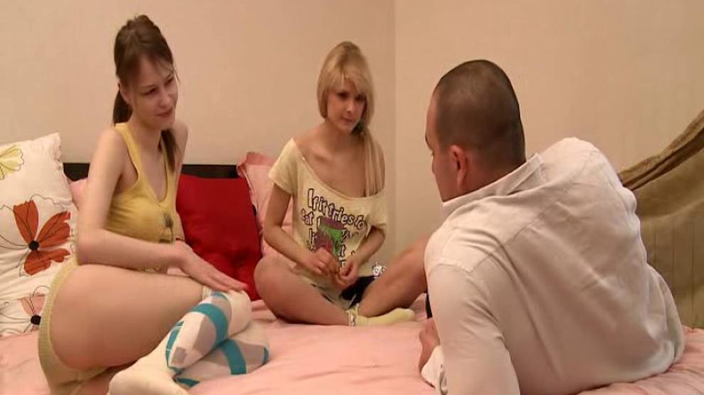 Threesome 2 Blonde Girls