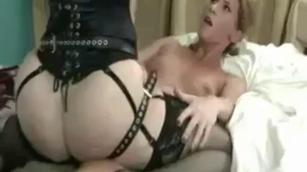 Lesbian Milf Nina Hartley
