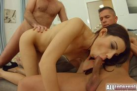 Allinternal threesome gets Jessica filled with warm cum