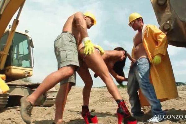 porno-zastavit-stroiteley-transi-okazanie-intim-uslug