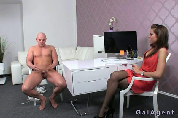 Порно кастинг девушка в красном платье 48358 фотография