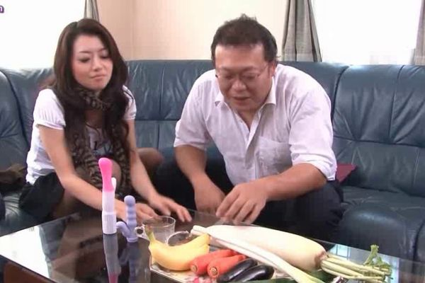 Japanese girl and white guy creampie